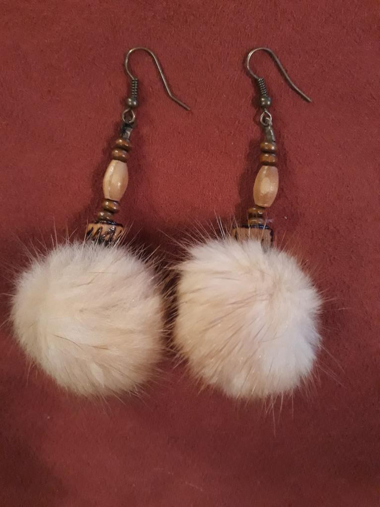 magic earrings white